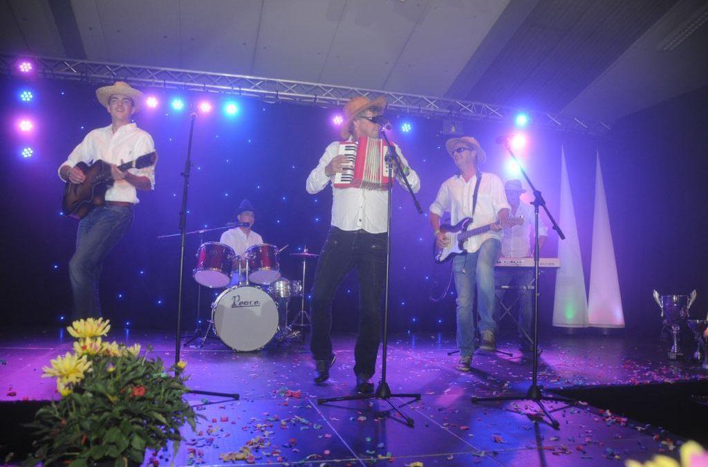 Raamberg zingt The Mavericks tijdens Corsong 2016